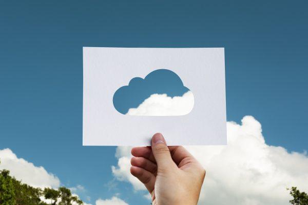 https://pixabay.com/en/cloud-paper-hand-world-business-2104829/
